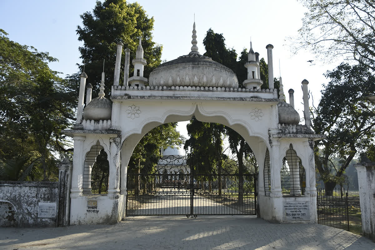 The entrance gateway to the dargah