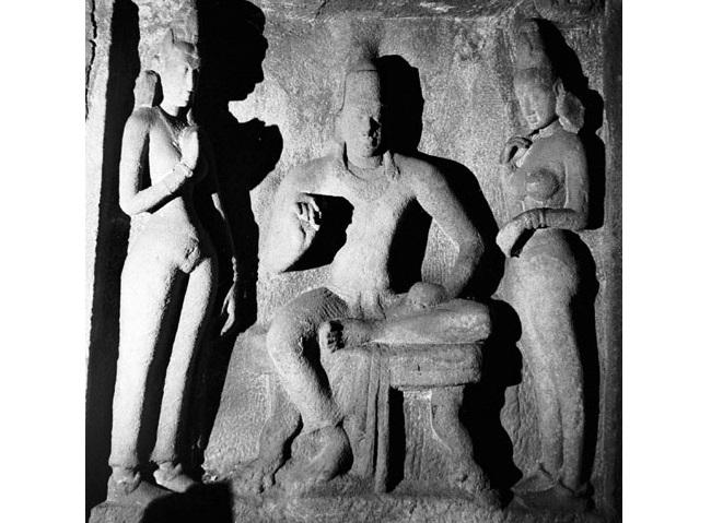 Sculpture of Simhavishnu at Mahabalipuram