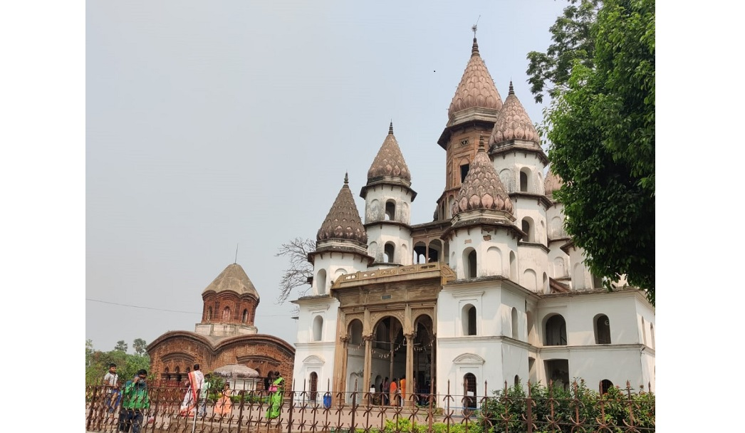 Bansberia Temples: One Family, Two Faiths