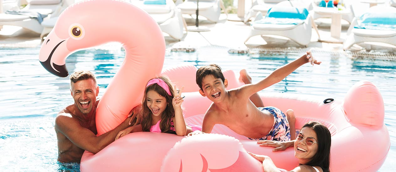 Swimming pool with kids' pool – For you and your little ones to cool down in a hot summer