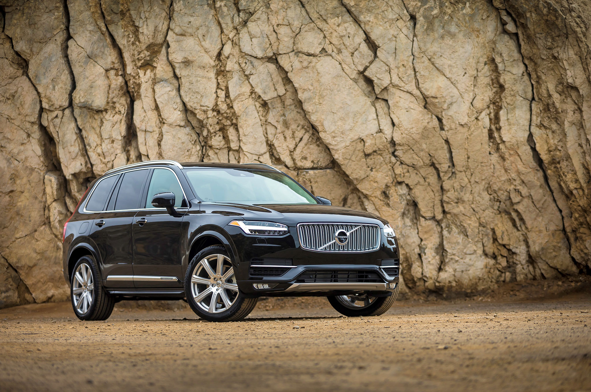 2017-volvo-xc90-front-three-quarters.jpg