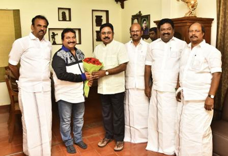 201903091725277869_In-the-presence-of-TTV-Dinakaran-Joined-the-AMMk-The-famous_SECVPF.gif