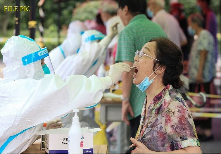 चीन में फिर बढ़ने लगा कोरोना का संक्रमण, कई हवाई सेवाओं को किया सस्पेंड