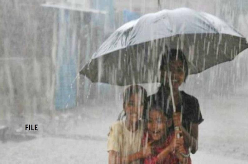 प्रदेश के कई जिलों में भारी बारिश का दौर जारी, मौसम विभाग ने जारी किया रेड और ऑरेंज अलर्ट