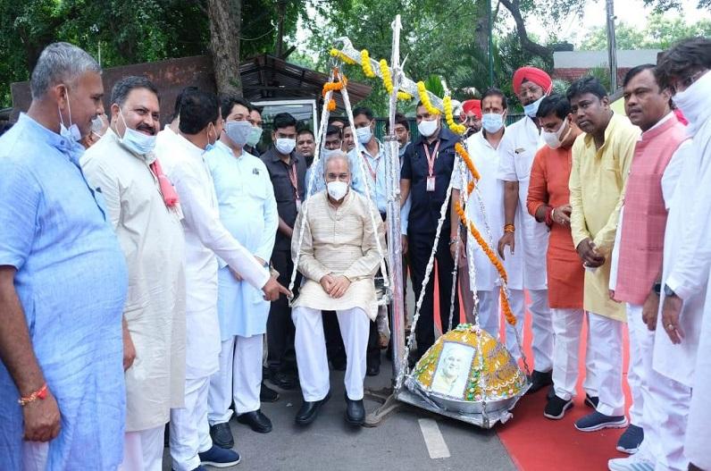 सीएम बघेल को जन्मदिन की बधाई देने उमड़ा जनसैलाब.. नक्सल प्रभावित क्षेत्र के ग्रामीणों ने फोन पर दी मुख्यमंत्री को बधाई