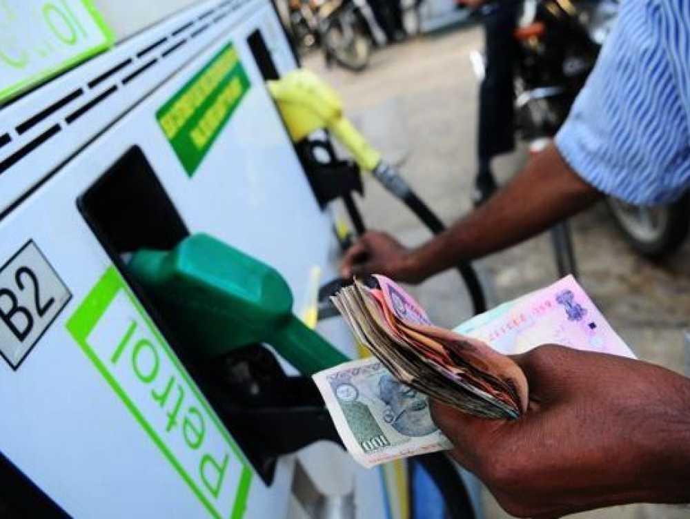 बढ़ती महंगाई से राहत : सस्ता हुआ पेट्रोल-डीजल, जानें अपने शहर के दाम