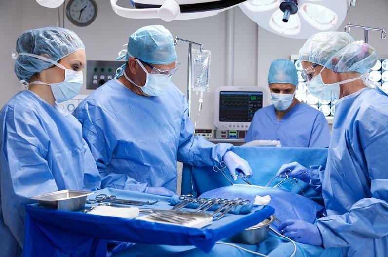 पेट दर्द की शिकायत लेकर आए शख्स के पेट में फंसा मिला मोबाइल, डॉक्टर भी रह गए हैरान