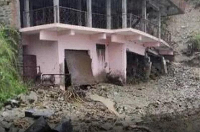 उत्तराखंड में भारी बारिश से तबाही, अब तक 17 लोगों की मौत, पीएम मोदी ने सीएम धामी से ली जानकारी