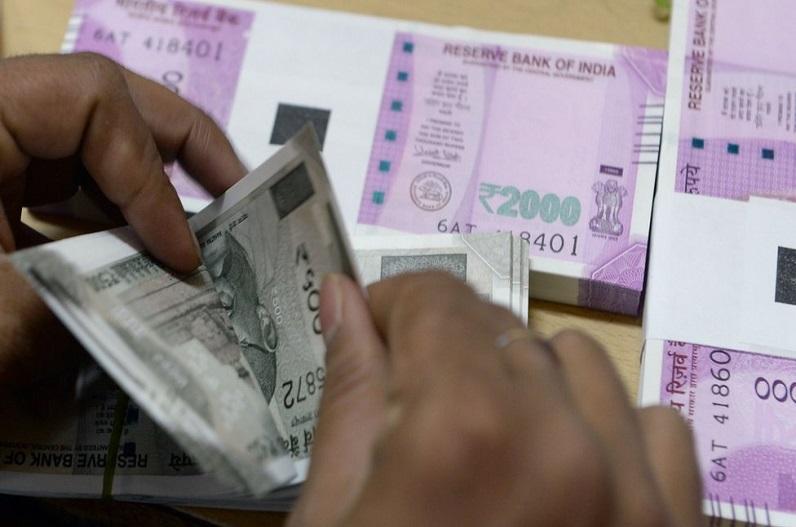 7th Pay Commission : दीपावली में केंद्रीय कर्मचारियों कोे मिल सकता है बड़ा तोहफा, तीन-तीन जगहों से आएंगे पैसे, जानें…