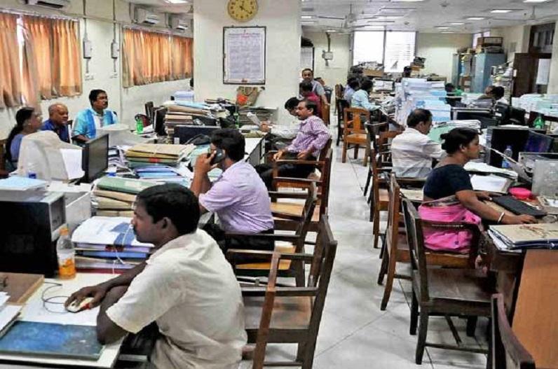 7th Pay Commission: दिवाली से पहले दोगुनी हुई खुशियां, सरकारी कर्मचारियों की बढ़ गई सैलरी, डीए में किया गया इजाफा