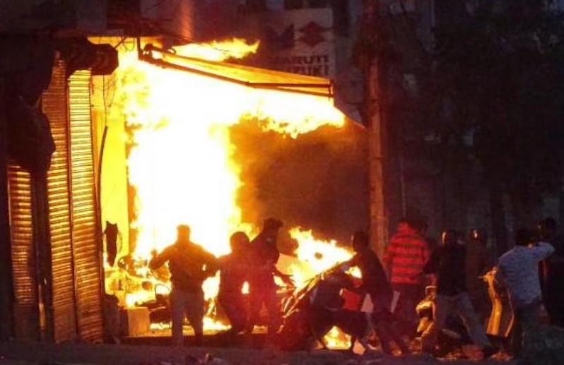 सुबह-सुबह मकान में भीषण आगजनी, एक ही परिवार के चार लोग जिंदा जले