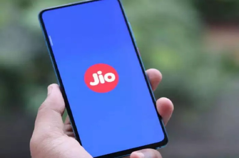 JIO ग्राहकों के लिए खुशखबरी! महज 7 रुपए के खर्च पर पाएं हर दिन 3GB डेटा, HOTSTAR का भी मिलेगा फायदा
