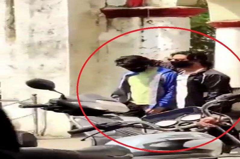 शाहरूख खान ने NCB दफ्तर पहुंचकर आर्यन से की मुलाकात? वायरल हो रहा फेक वीडियो