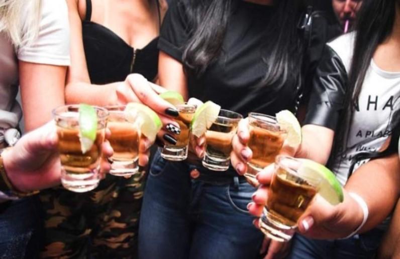 होटल में देर रात हो रही थी शराब पार्टी, कई हाई प्रोफाइल महिलाएं भी थी शामिल, पुलिस ने दी दबिश