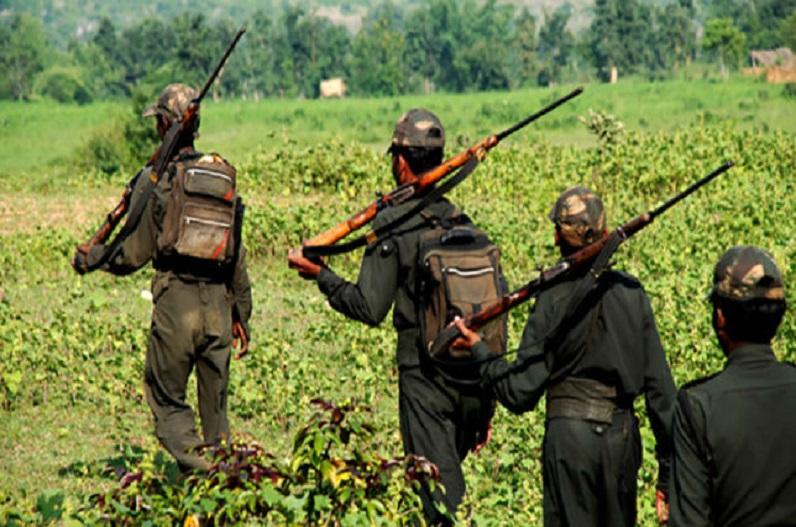 बीजापुर-तेलंगाना सीमा पर नक्सली मुठभेड़, तीन नक्सलियों के मिले शव! SLR और AK47 रायफल बरामद