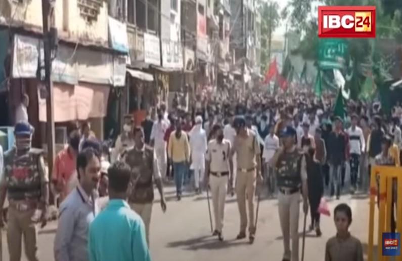 ईद मिलाद उन-नबी के जुलूस के दौरान पुलिस पर पथराव, हुड़दंगियों पर किया लाठीचार्ज