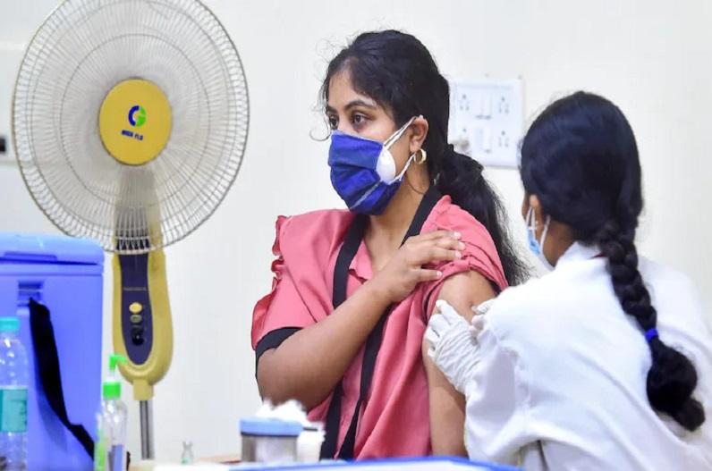 कोरोना वैक्सीनेशन में भारत ने रचा इतिहास, हासिल किया 100 करोड़ टीकाकरण का लक्ष्य