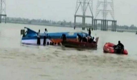 बड़ा हादसा! नदी में नाव डूबने से 25 लोग लापता, राहत बचाव कार्य जारी