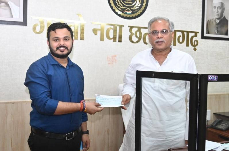 ऑल इंडिया प्रोफेशनल कांग्रेस के प्रदेश सोशल मीडिया संयोजक दीप सारस्वत ने सीएम सहायता कोष में दिए 21 हजार रुपए