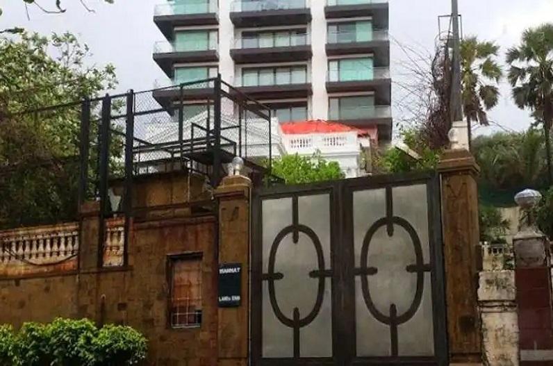 शाहरुख खान के घर पहुंची एनसीबी की टीम, सर्च ऑपरेशन जारी