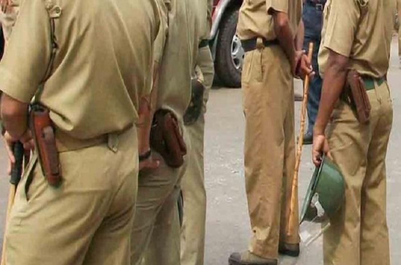 पुलिस टीम पर फायरिंग, 25 पुलिसकर्मी घायल, एक ग्रामीण की मौत की खबर, चुनाव प्रचार रोकने पहुंची थी टीम