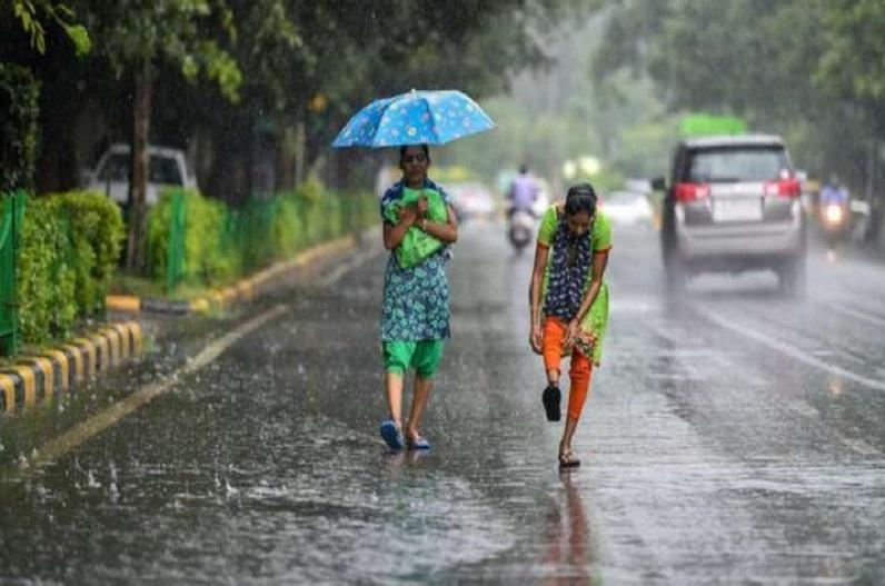 भारत के कई हिस्सों में भारी वर्षा, उत्तराखंड में पांच की मौत, केरल में दस बांधों के लिए रेड अलर्ट
