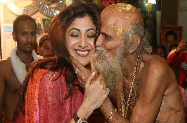 जब साधू ने अभिनेत्री शिल्पा शेट्टी को सरेआम कर दिया KISS, तस्वीर को लेकर जमकर हुआ था बवाल
