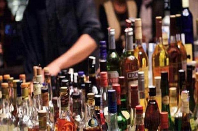 डोंगरगढ़ के कटली शराब दुकान लूट में नहीं मिली सफलता, सिर्फ शराब की बोतले ले गए.. करीब 16 लाख सुरक्षित