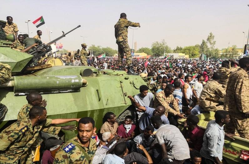 सूडान में सेना ने किया तख्तापलट, प्रधानमंत्री गिरफ्तार, अमेरिका ने रोकी आर्थिक सहायता