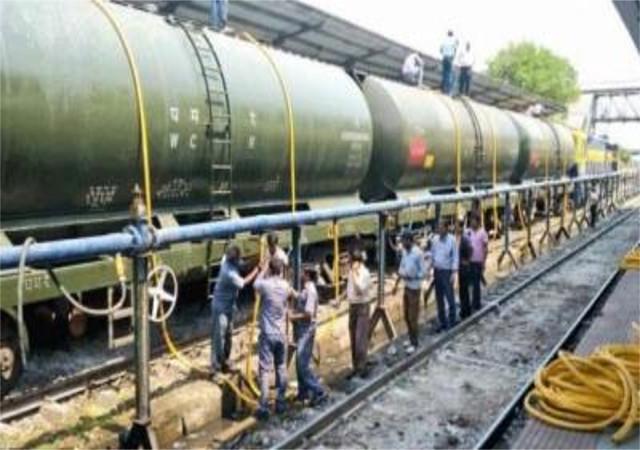 लातूर में पानी भेजने को लेकर रेलवे ने थमाया 4 करोड़ रुपए का बिल