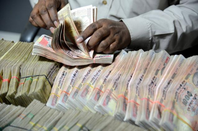 SBI के निकले 570 करोड़ रूपए, चुनाव आयोग की टीम ने रोका था टैंकर