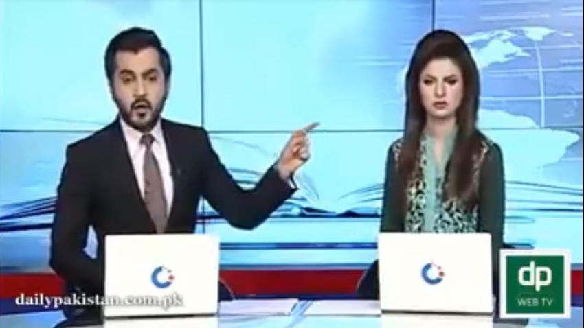 जब आपस में भिड़ गए पाकिस्तानी न्यूज एंकर्स, एक ने कहा जाहिल, दूसरे ने ऐसे दिया जवाब, देखें वीडियो