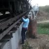 लोको पायलट जगदीश चौरे ने पेश की मिसाल, पुल पर लटककर जोड़ा कोच का होजपाइप, देखिए हैरतअंगेज वीडियो