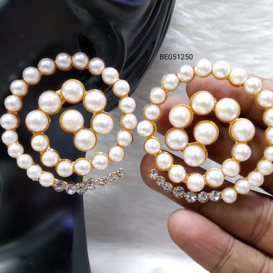Pearl earings.jpeg
