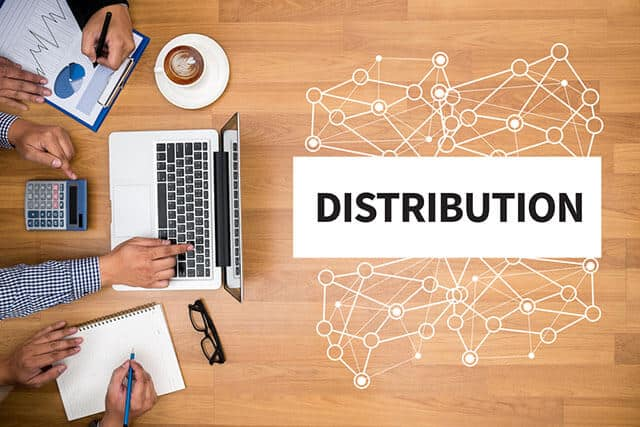 Shopping in the Times of E-Commerce: Distribution of Goods Through Exclusive Channels