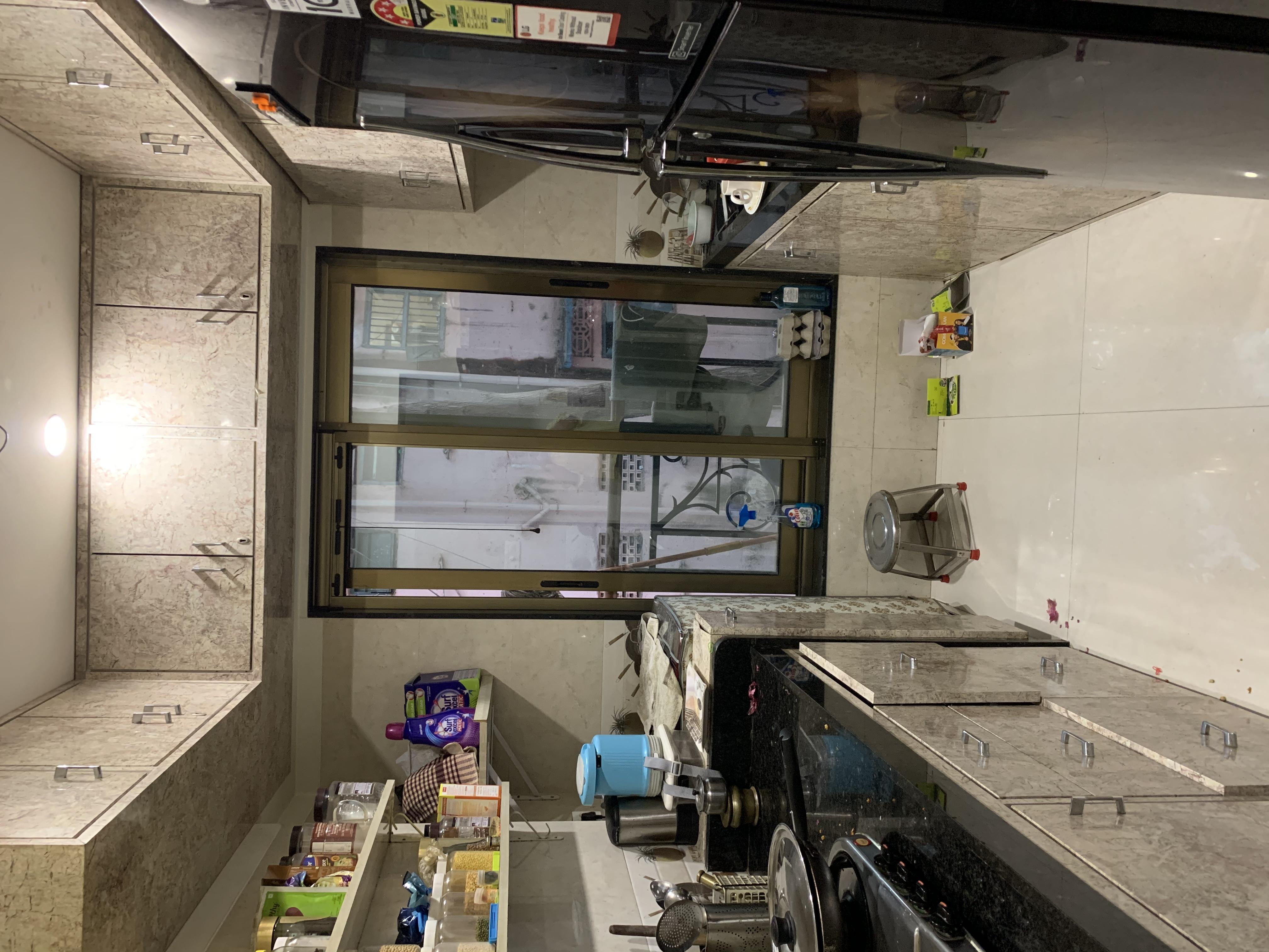 Flat on rent in Viena, Khar West