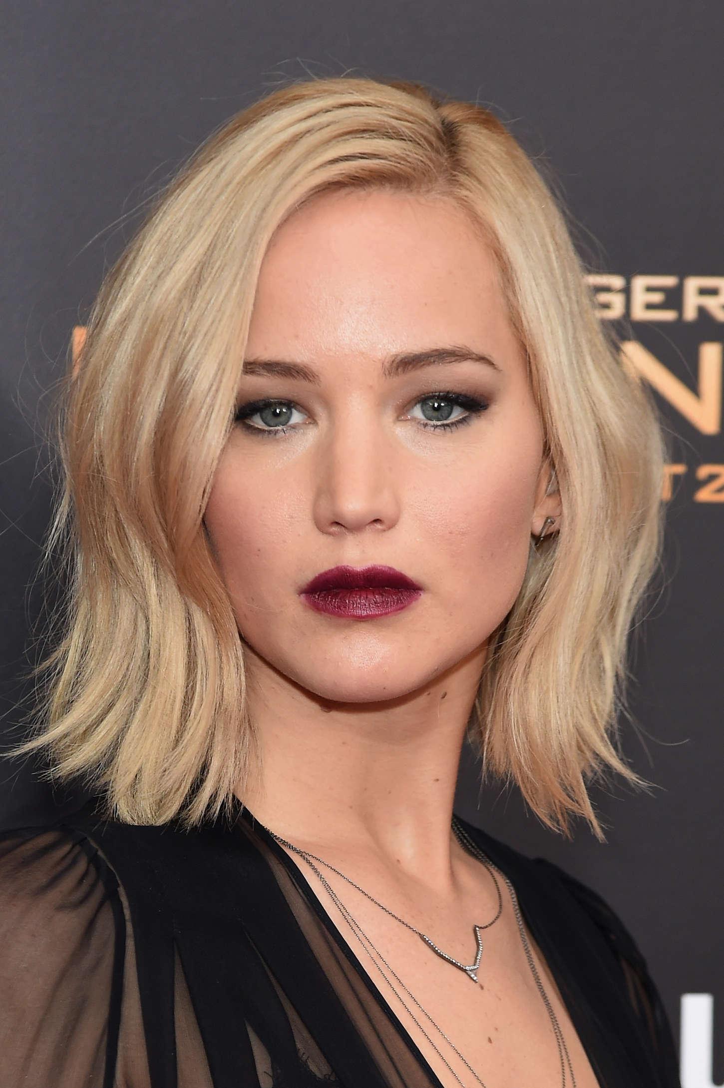 Jennifer-Lawrence--The-Hunger-Games-Mockingjay-Part-2-NY-Premiere--18