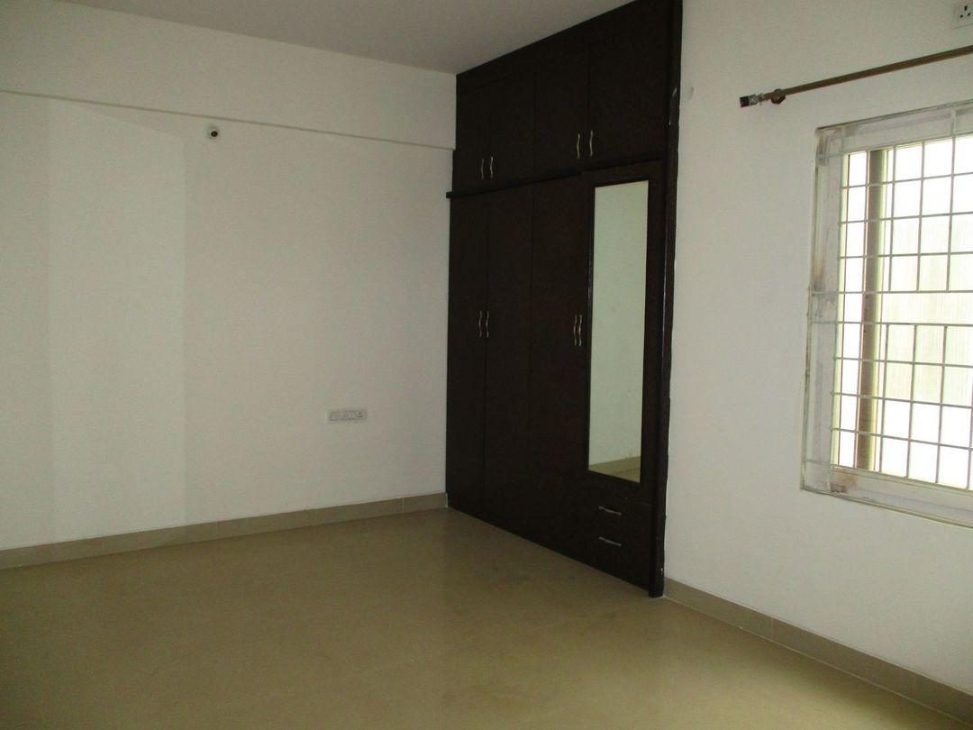 10J7U00275: Bedroom 1