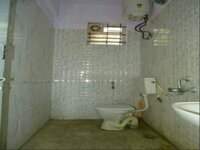 13J6U00348: Bathroom 1