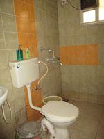 13J1U00017: Bathroom 1