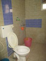 13J1U00017: Bathroom 2