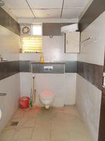 13M5U00102: Bathroom 2