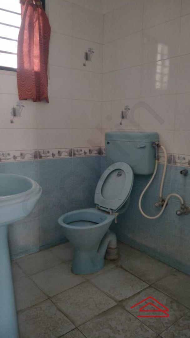 156/1F: Bathroom 1
