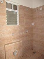 13DCU00184: Bathroom 3