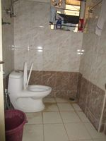 13M5U00363: Bathroom 1