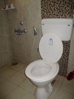 10A8U00174: Bathroom 2