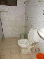 13M5U00007: Bathroom 2