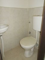 13M5U00584: Bathroom 4
