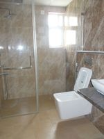 13M5U00584: Bathroom 1
