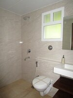 15J1U00321: Bathroom 1